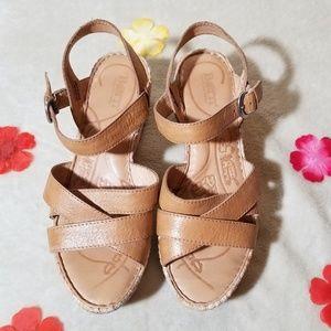 Born Platform, sandal.